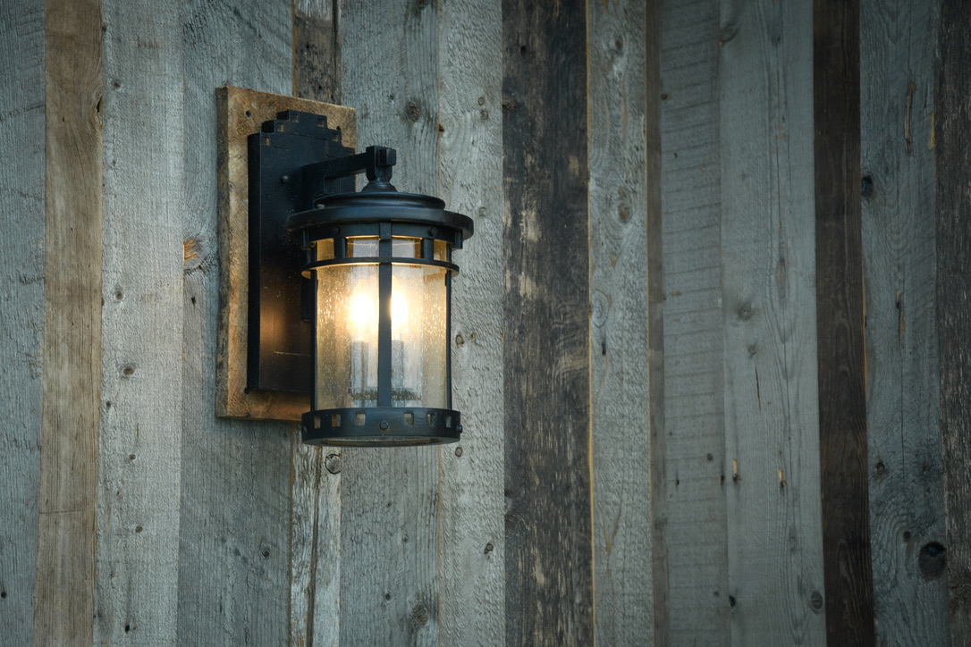 Exterior_Rush_NY_Vertical_Barnwood_Siding_Coach_Light_Rustic